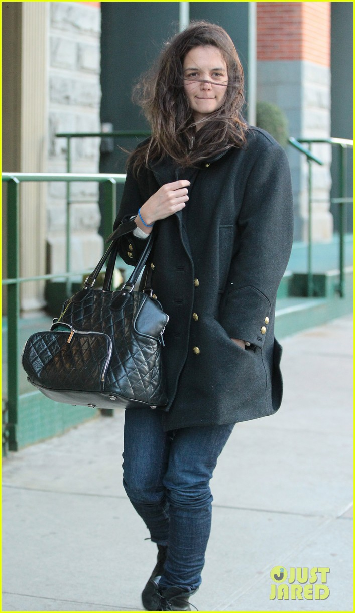 katie holmes steps out after peter cincotti dating rumors 01
