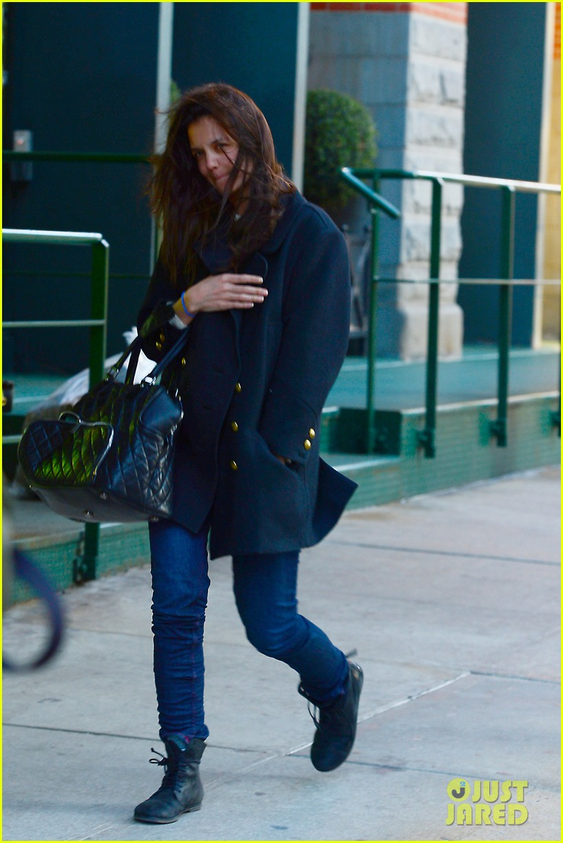 katie holmes steps out after peter cincotti dating rumors 142843031