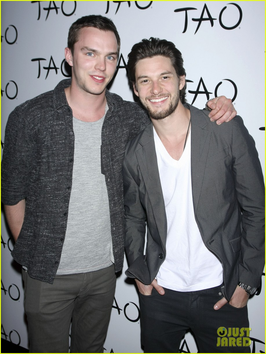 nicolas hoult ben barnes seven deadly sins party 042845283