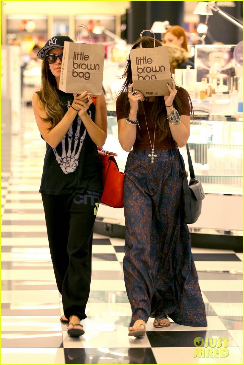 vanessa hudgens ashley tisdale hide behind their bags 032842936