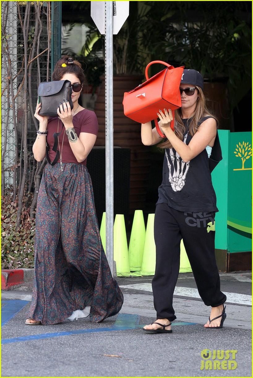 vanessa hudgens ashley tisdale hide behind their bags 102842943