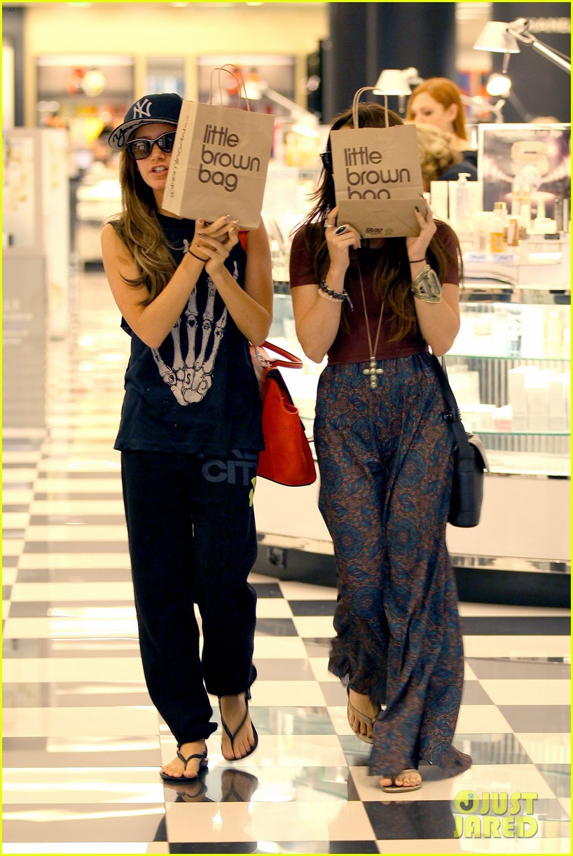 vanessa hudgens ashley tisdale hide behind their bags 122842945