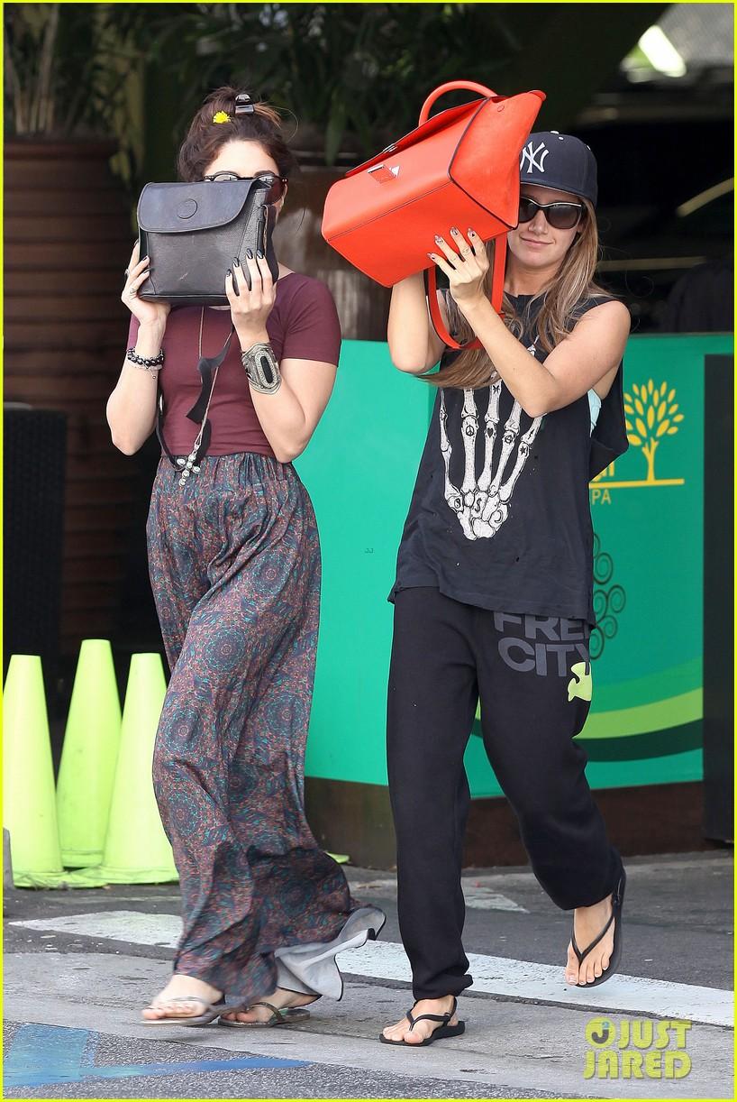 vanessa hudgens ashley tisdale hide behind their bags 152842948
