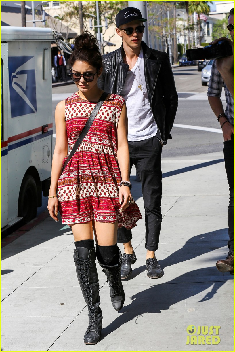 vanessa hudgens austin butler cafe roma lunch lovers 182852962