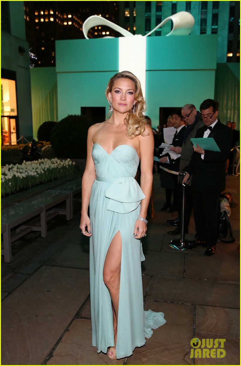 kate hudson carey mulligan tiffany blue book gala 012853086