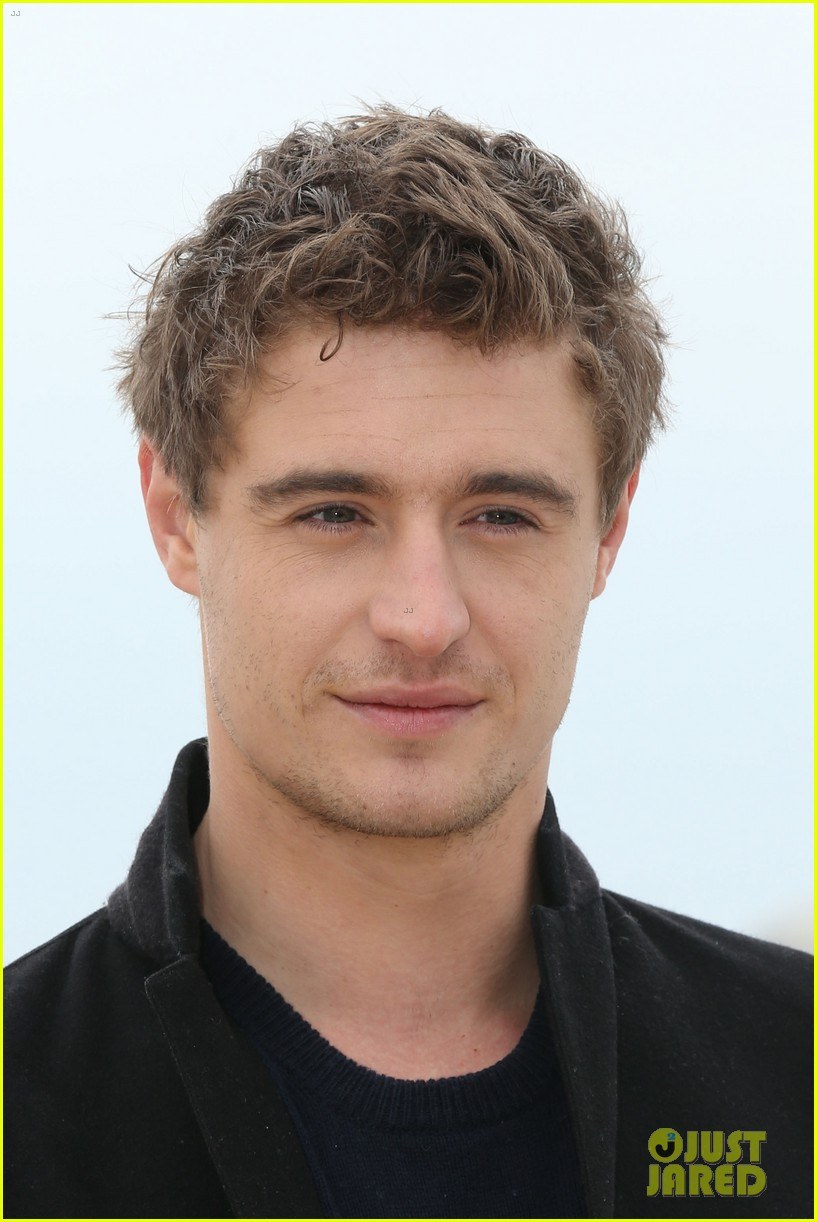 max irons white queen photo call at miptv in cannes 07