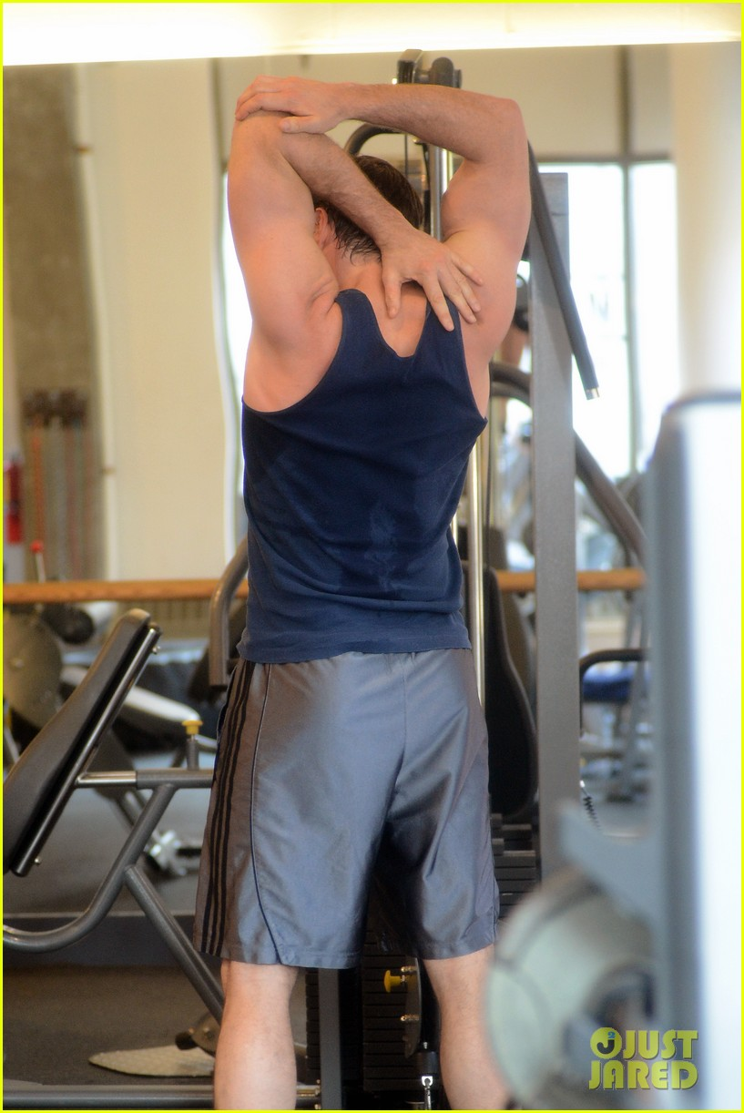 hugh jackman bulging bicep workout 062847027