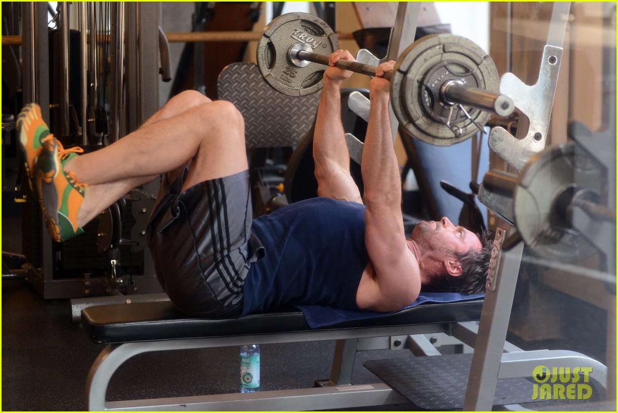 hugh jackman bulging bicep workout 102847031