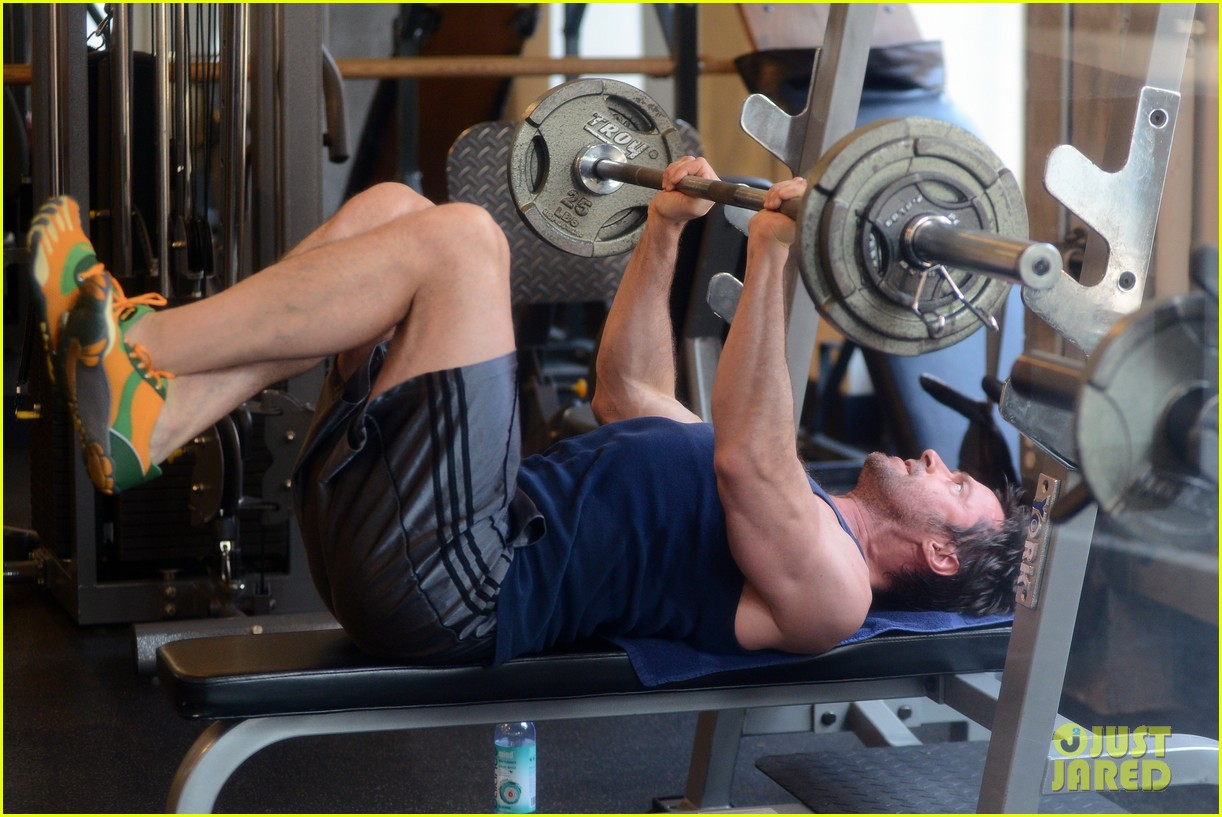 hugh jackman bulging bicep workout 112847032