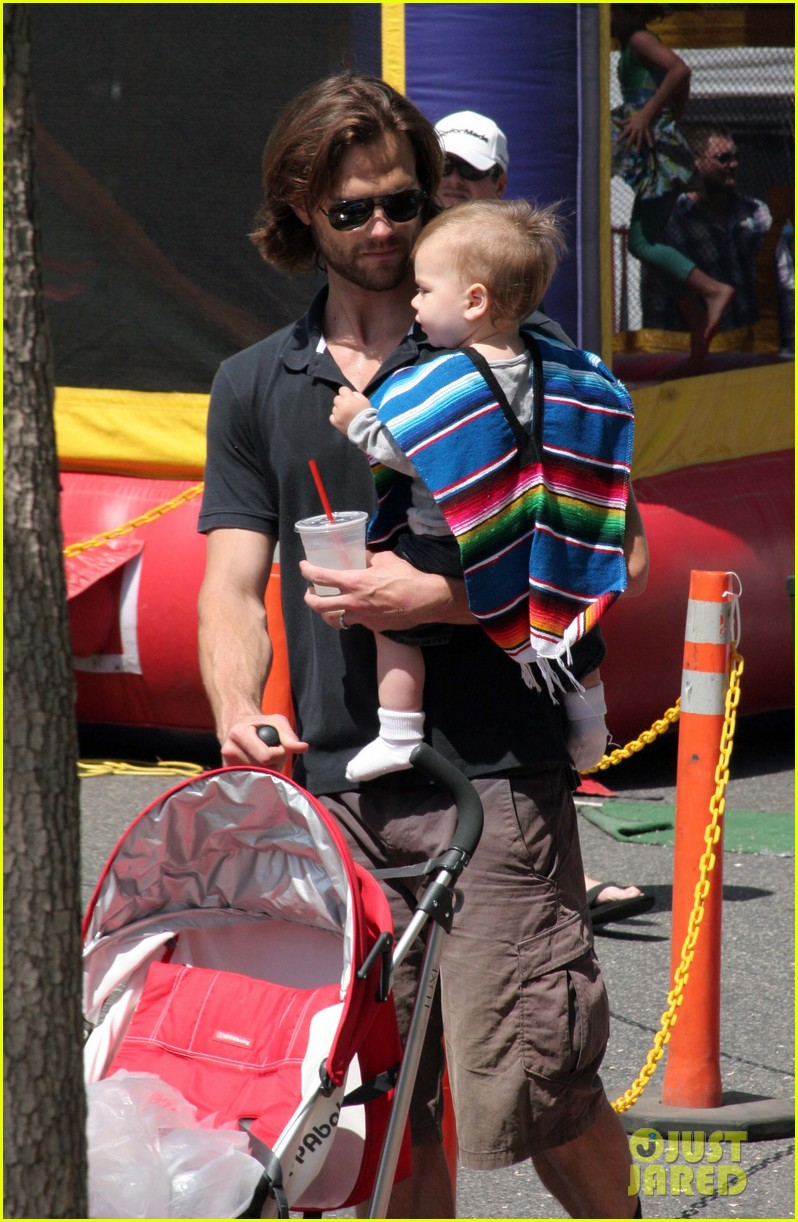 jared padalecki farmers market trip with son thomas 012860396