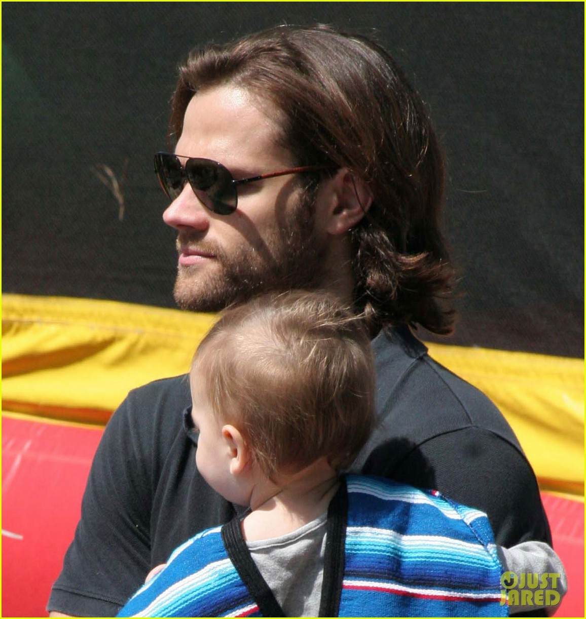 jared padalecki farmers market trip with son thomas 02