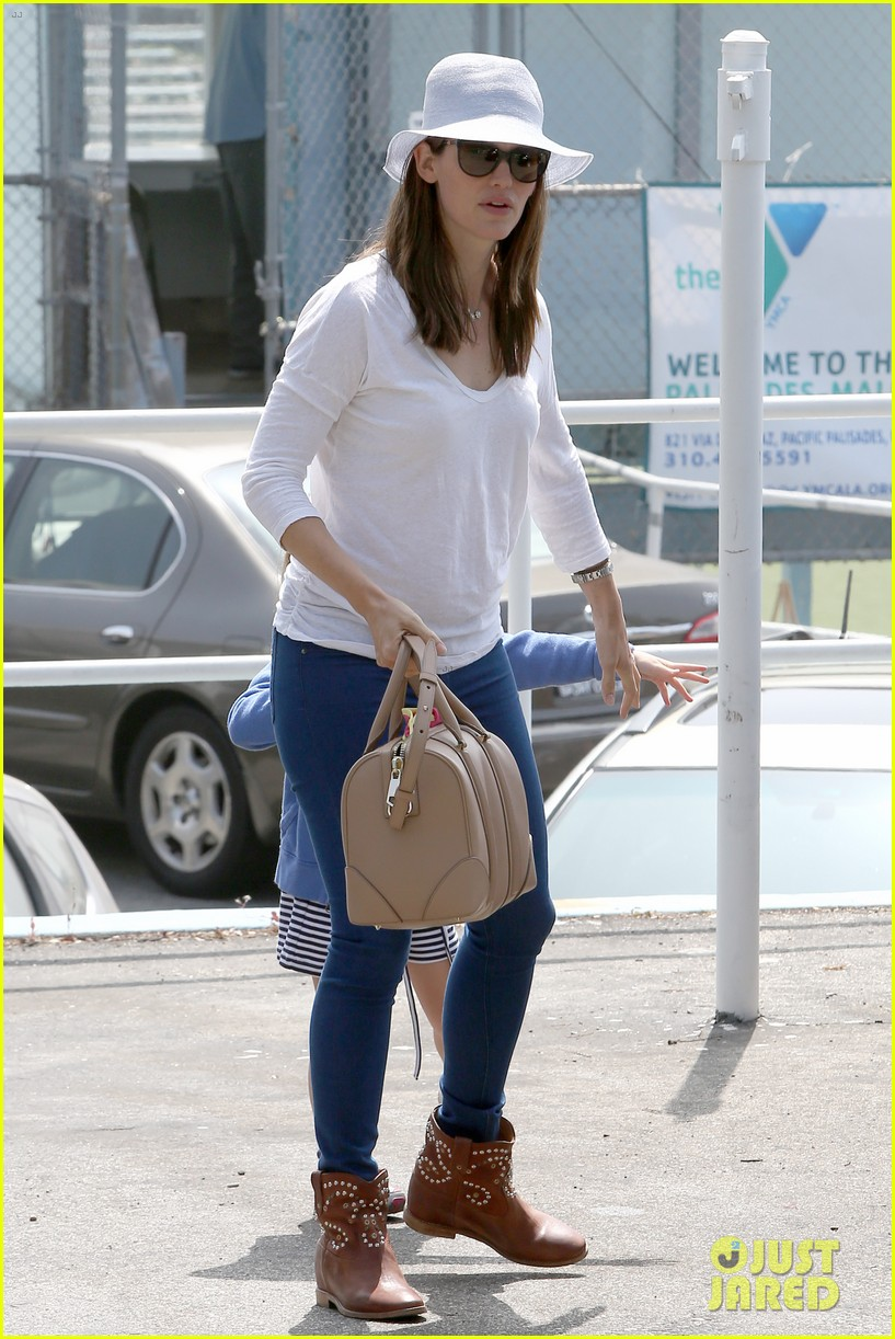 ben affleck jennifer garner track meet with the girls 052860065