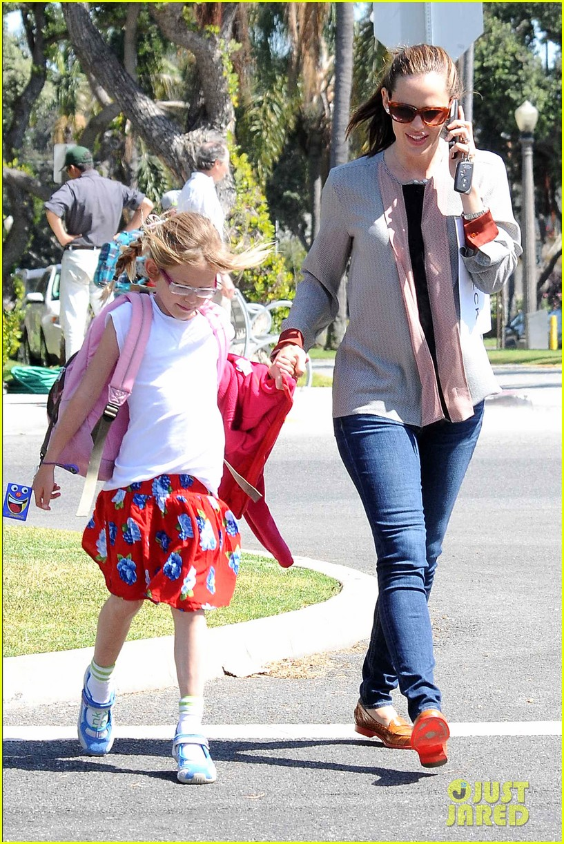 ben affleck jennifer garner track meet with the girls 132860072