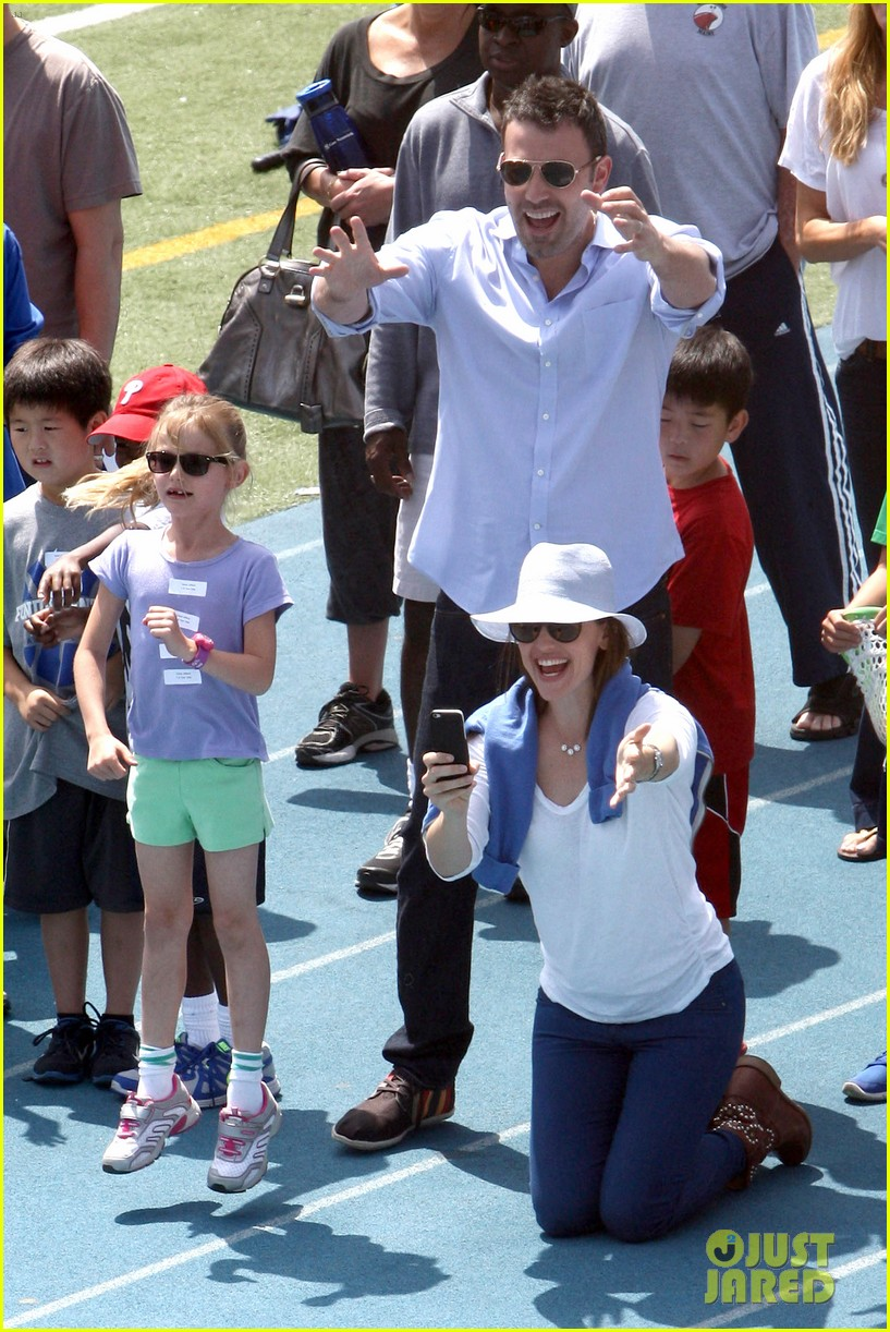 ben affleck jennifer garner track meet with the girls 162860075