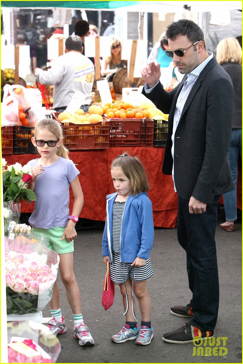 ben affleck jennifer garner track meet with the girls 202860079