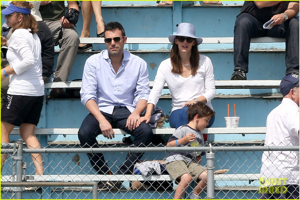 ben affleck jennifer garner track meet with the girls 252860084