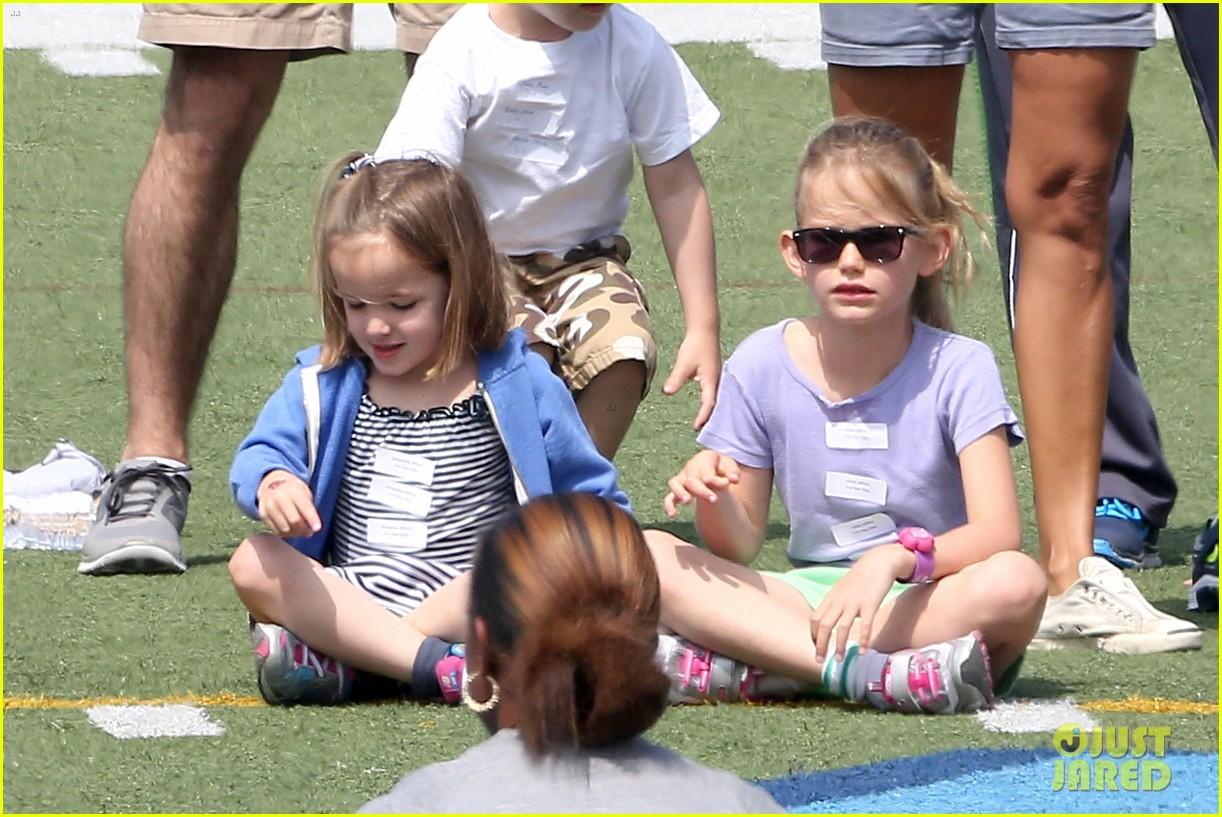 ben affleck jennifer garner track meet with the girls 302860089