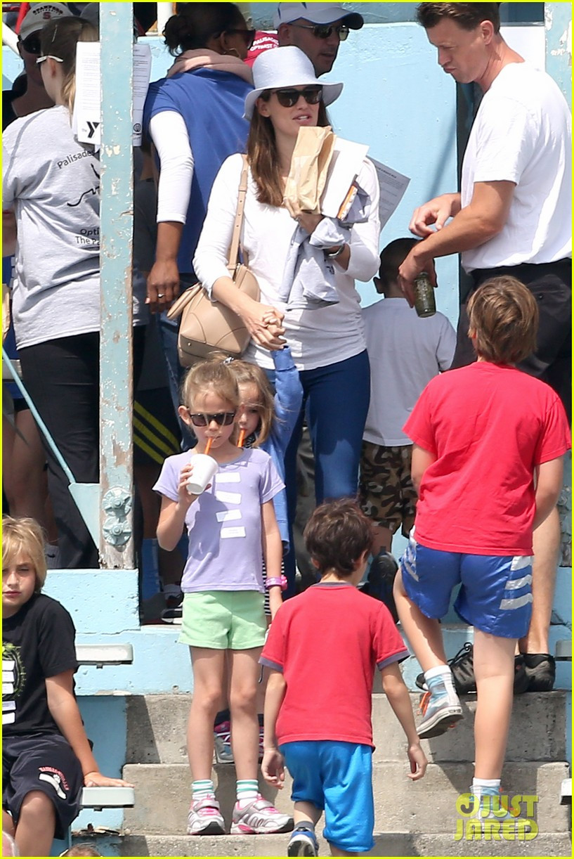 ben affleck jennifer garner track meet with the girls 342860093