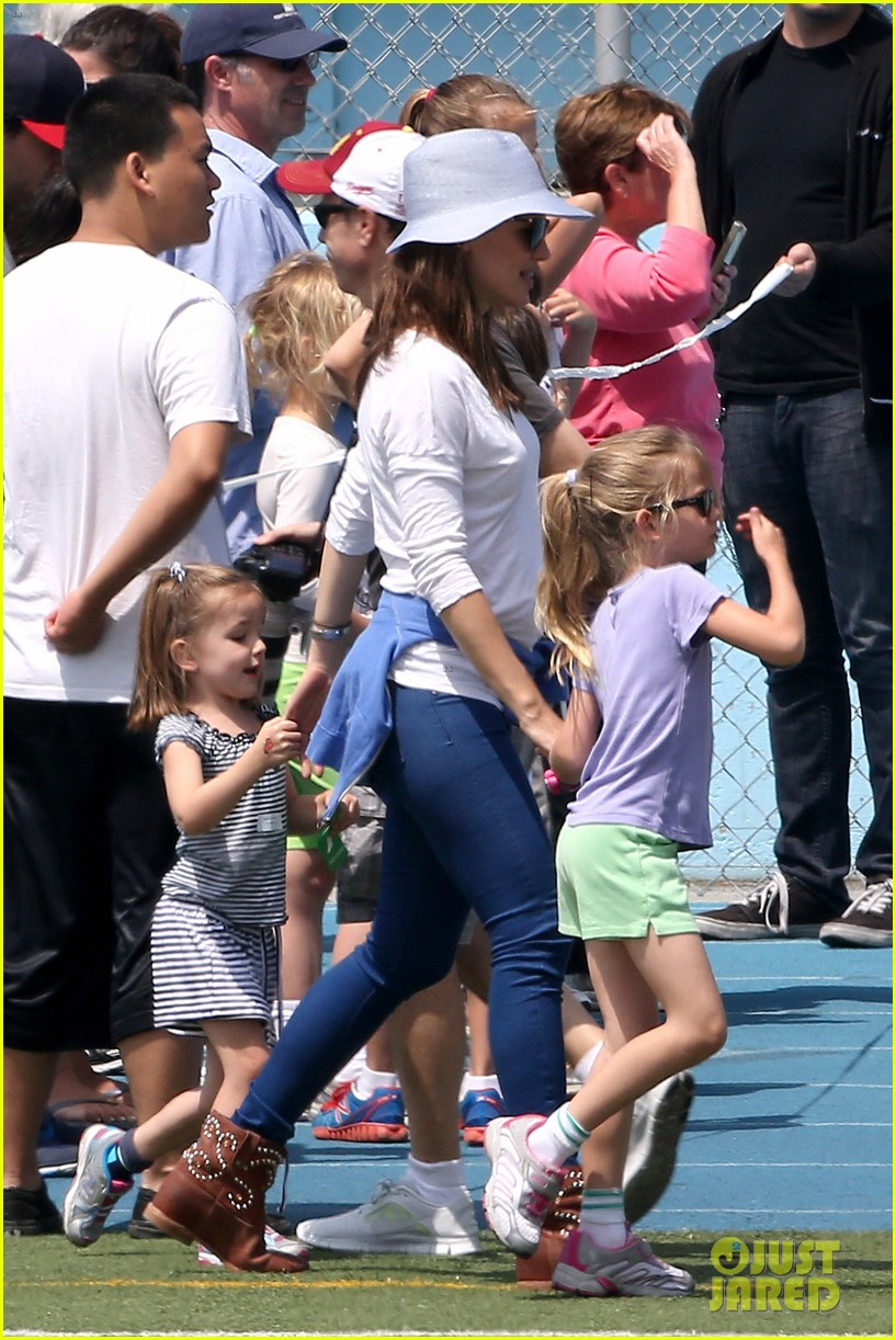ben affleck jennifer garner track meet with the girls 35