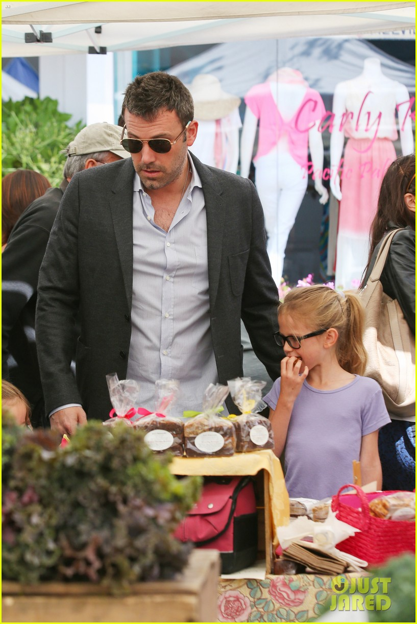 ben affleck jennifer garner track meet with the girls 432860102
