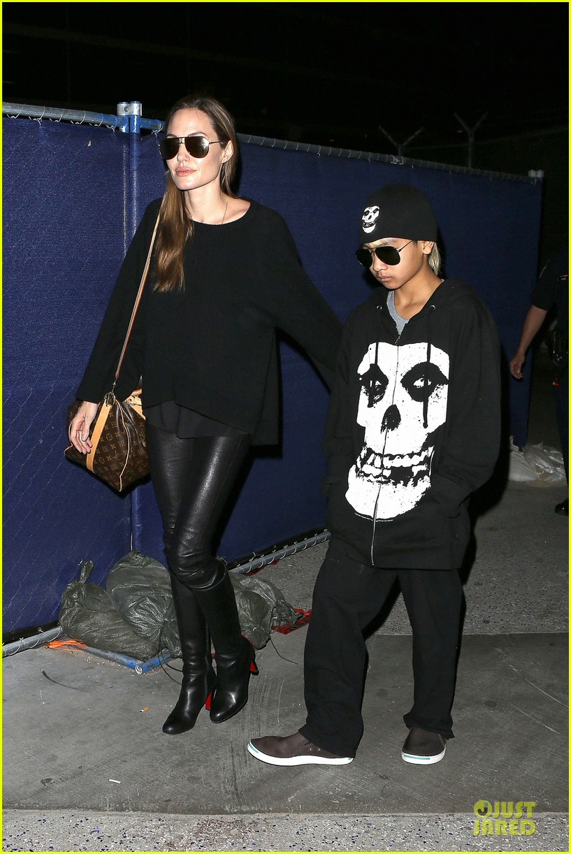 angelina jolie lax arrival with maddox 01