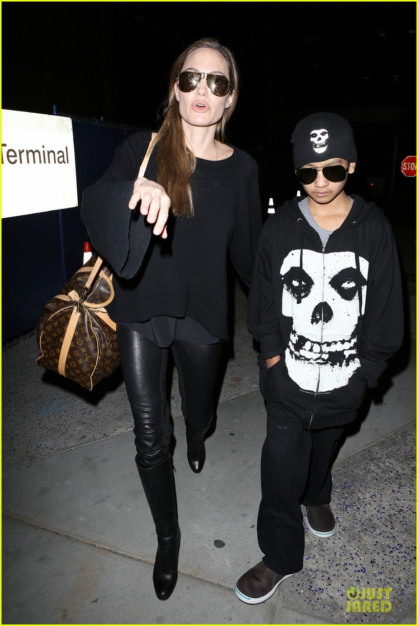 angelina jolie lax arrival with maddox 042848575