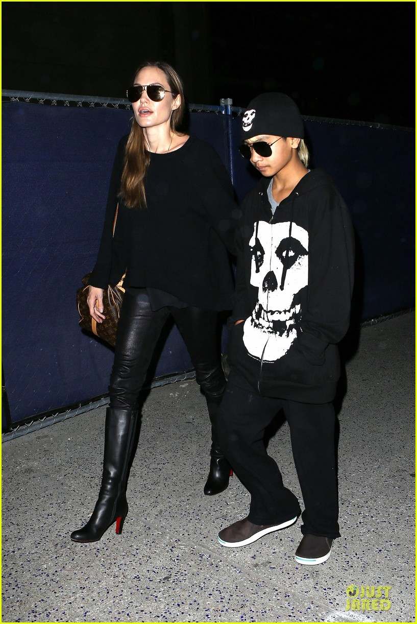 angelina jolie lax arrival with maddox 06
