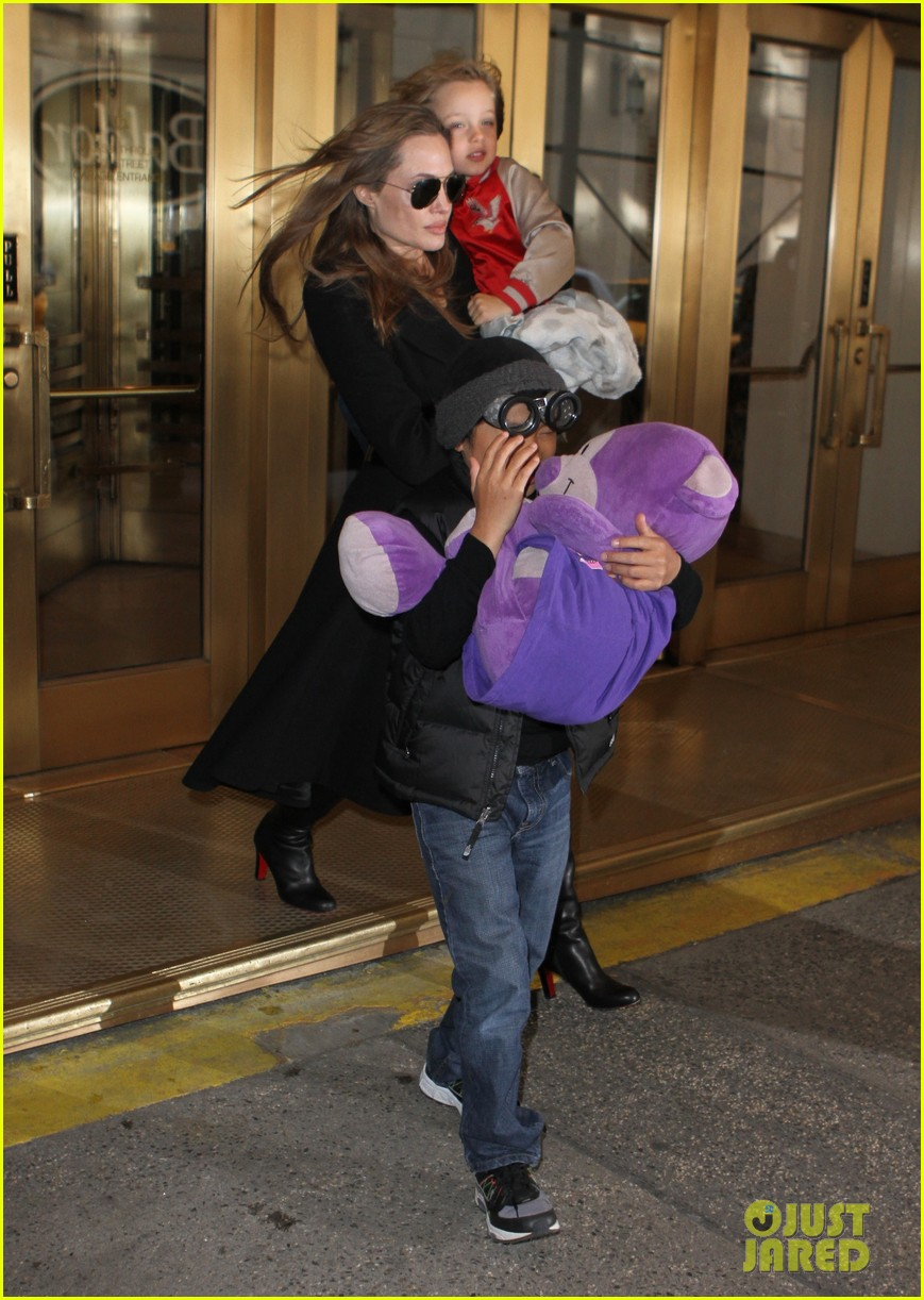 angelina jolie big apple outing with knox pax 012843835