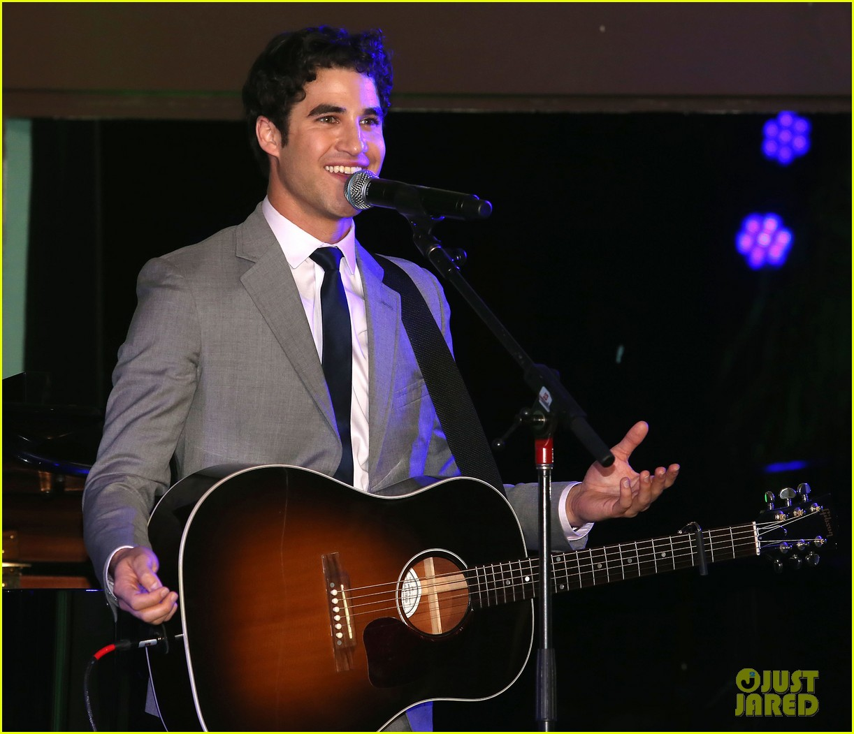 mindy kaling darren criss verde grades of green fundraiser 04