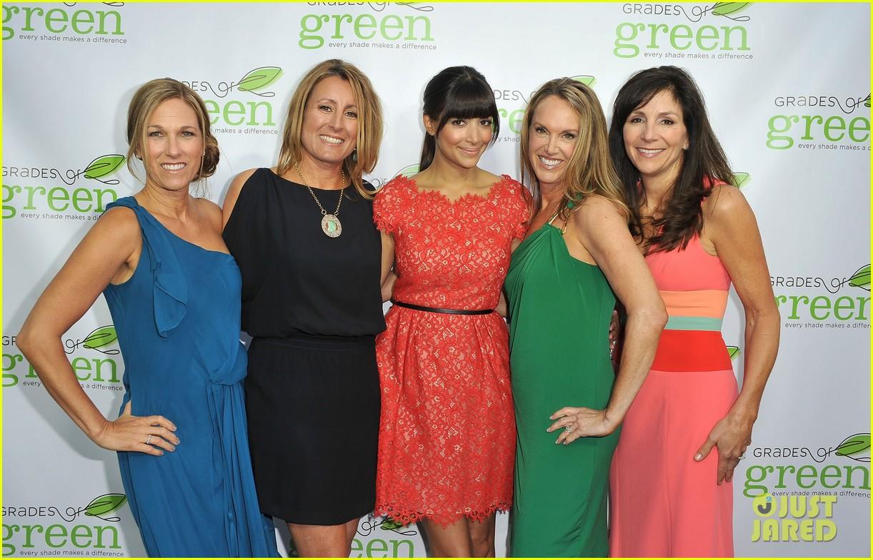 mindy kaling darren criss verde grades of green fundraiser 112848188