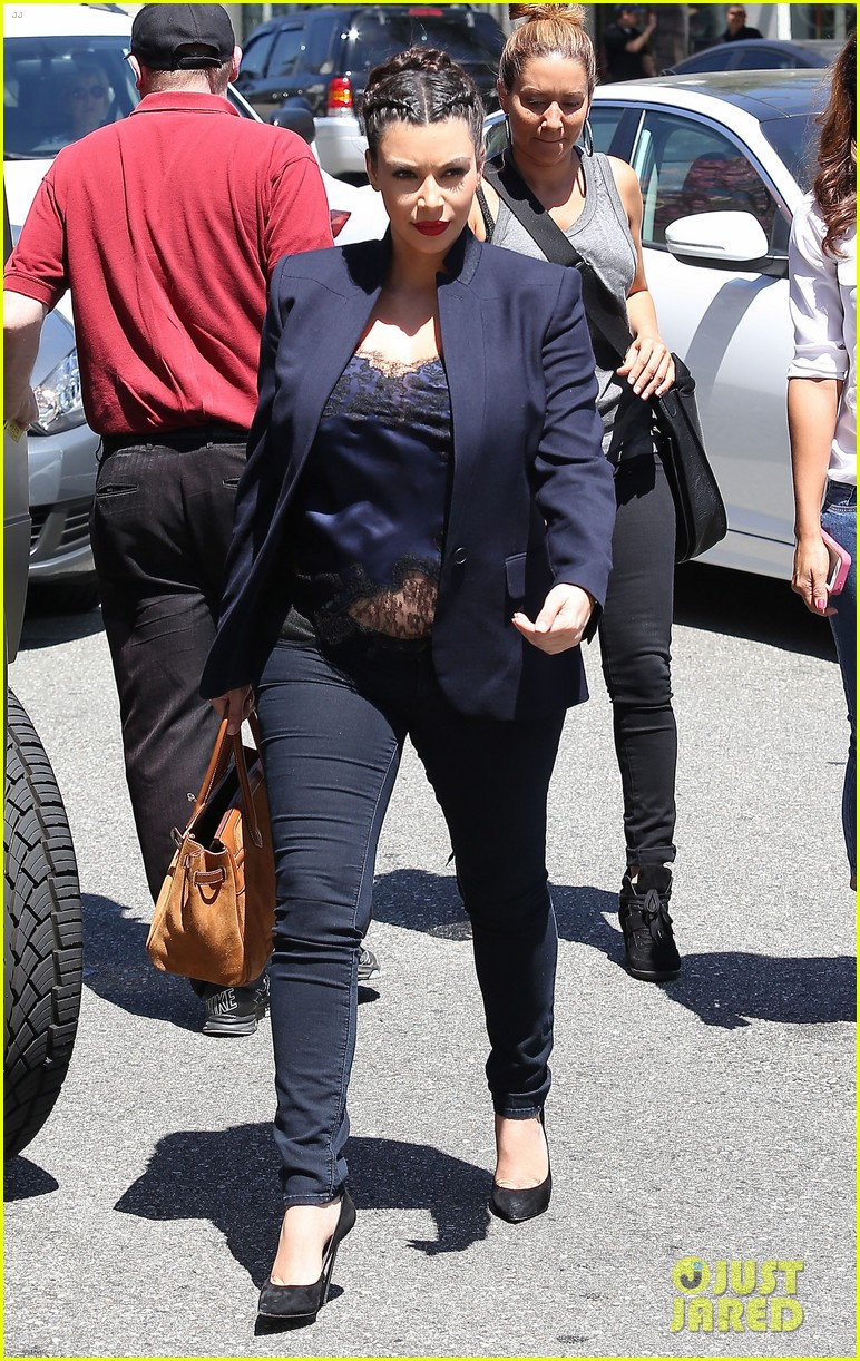 kim kardashian bares pregnant tummy in belly shirt 092852851
