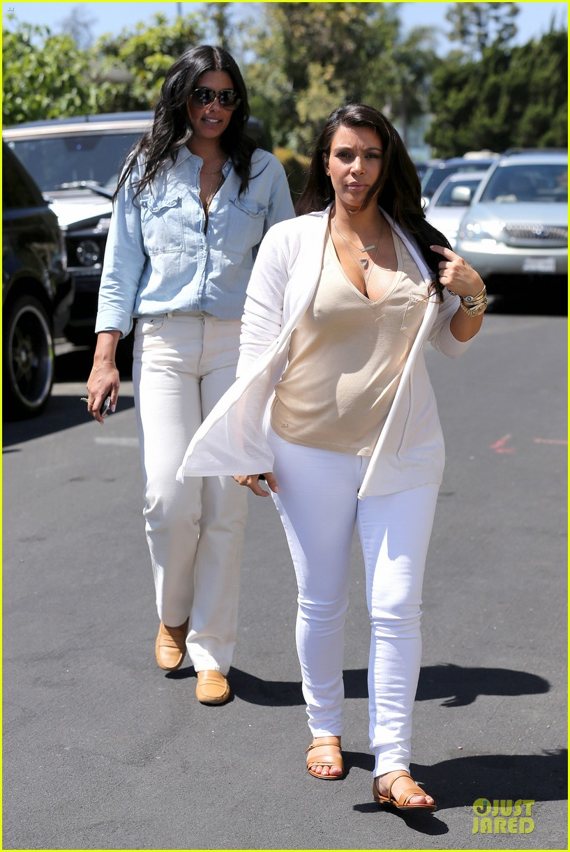 kim kardashian braless house hunting 062854287