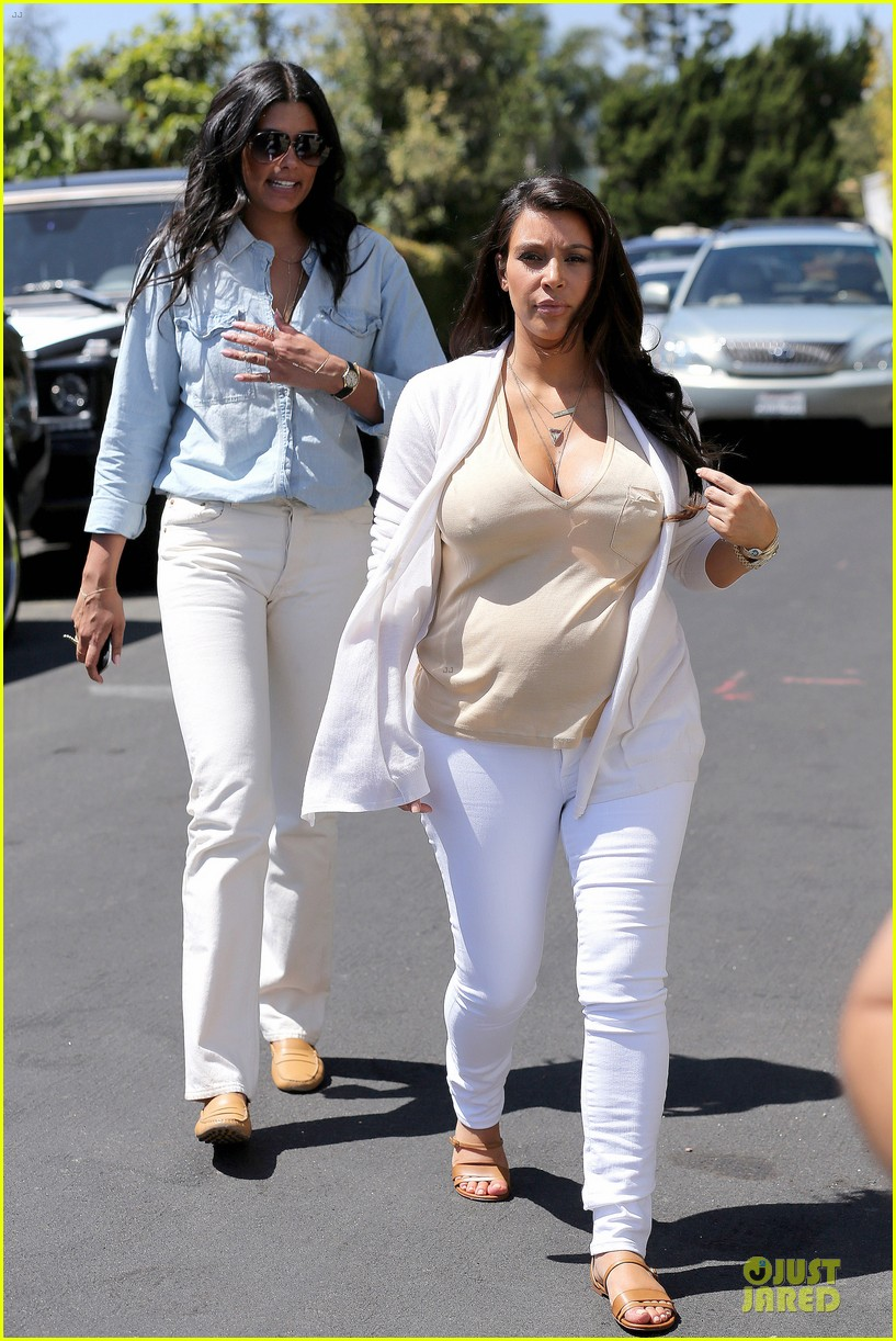 kim kardashian braless house hunting 13