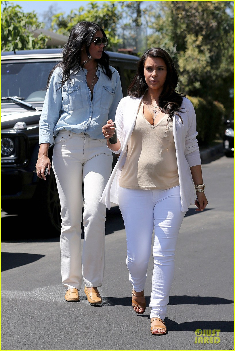 kim kardashian braless house hunting 142854295