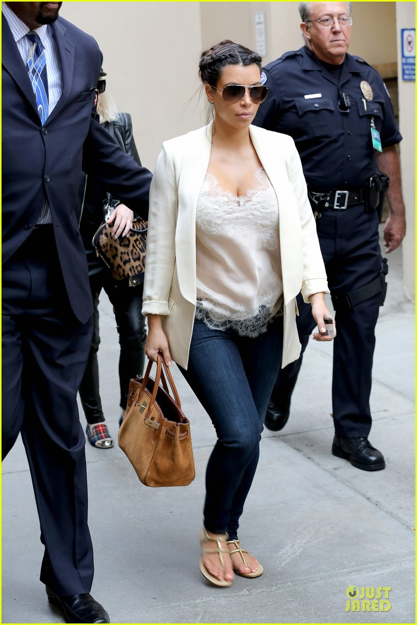 kim kardashian burbank flight before mtv movie awards 2013 032848872