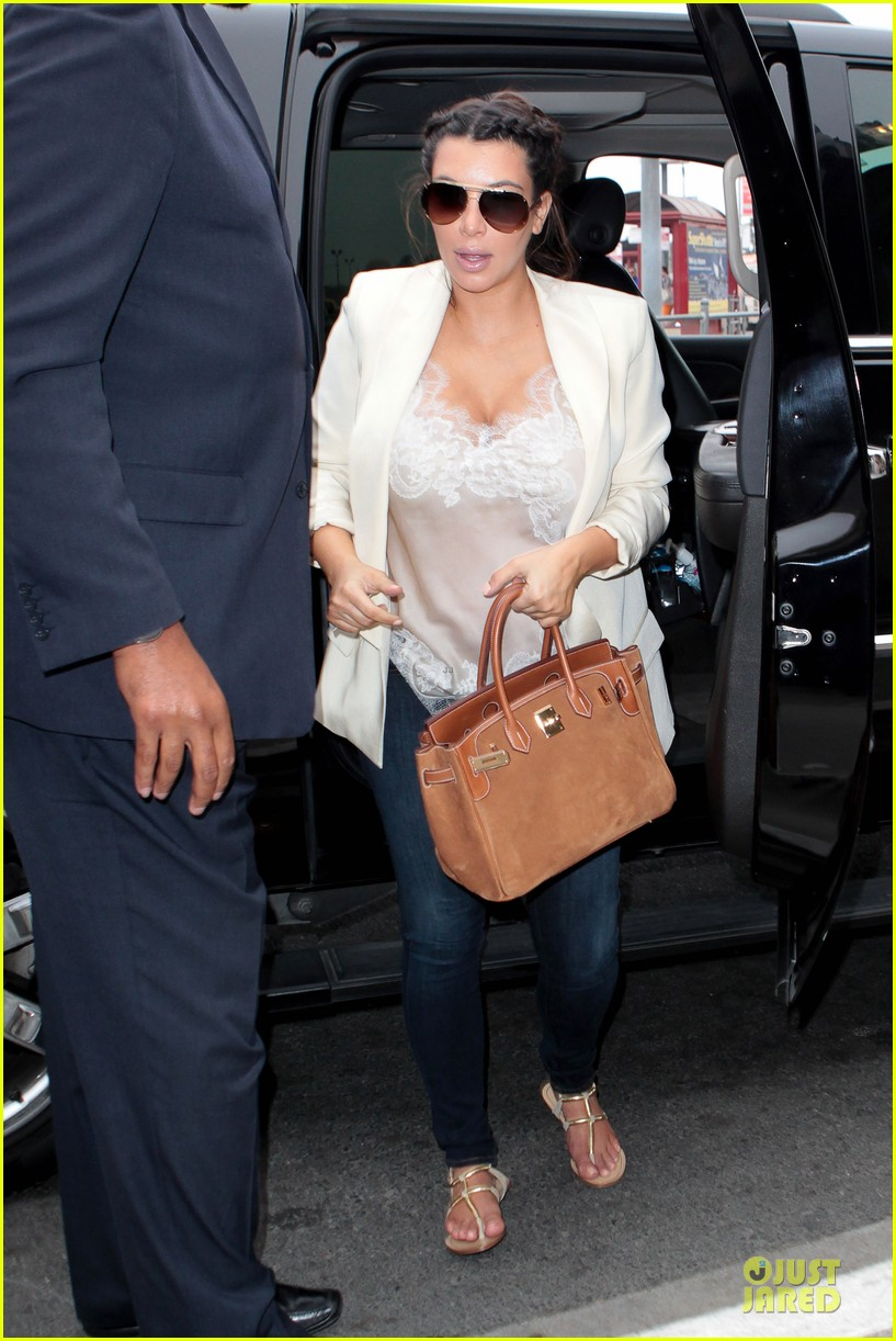 kim kardashian burbank flight before mtv movie awards 2013 072848876