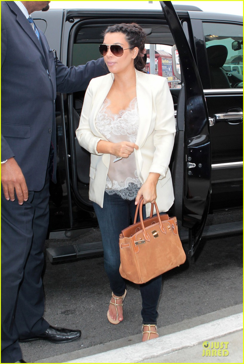 kim kardashian burbank flight before mtv movie awards 2013 08