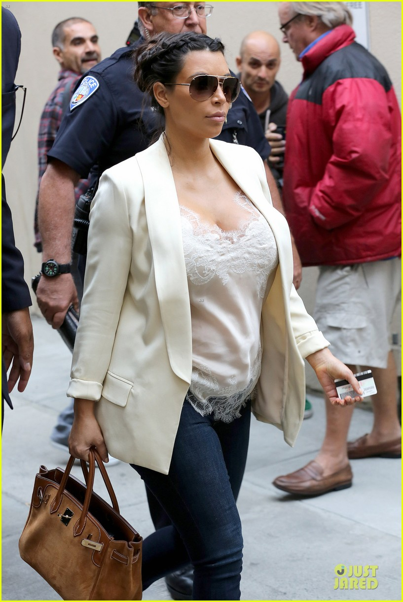 kim kardashian burbank flight before mtv movie awards 2013 102848879
