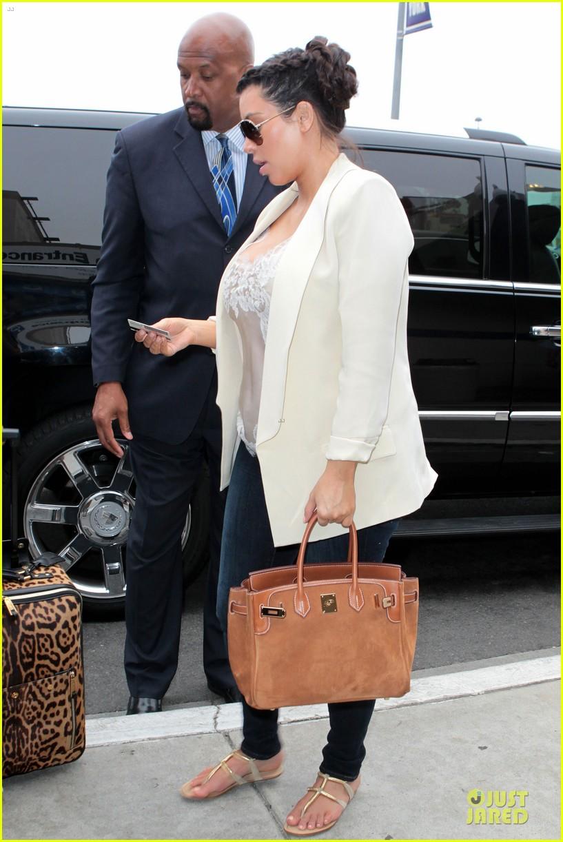 kim kardashian burbank flight before mtv movie awards 2013 11