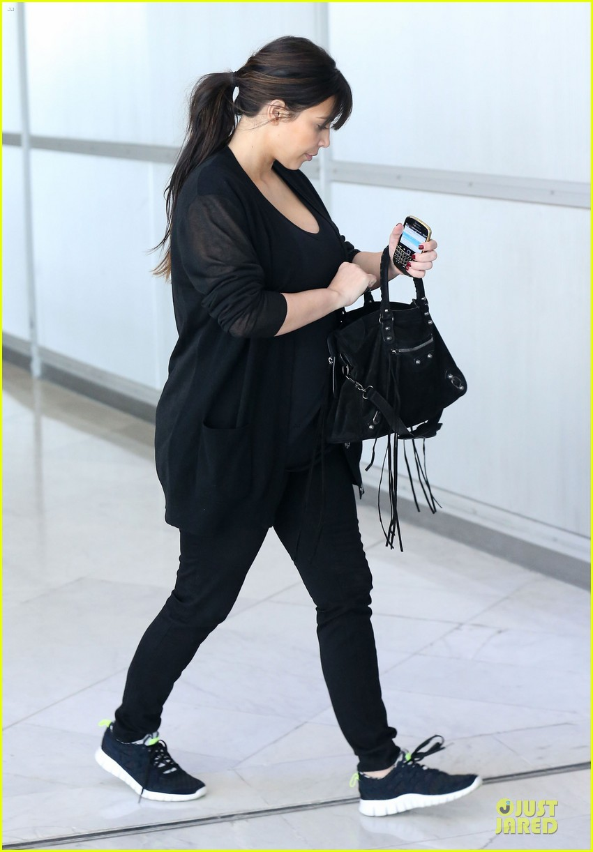 kanye west kim kardashian pregnant paris departure after easter weekend 152842471