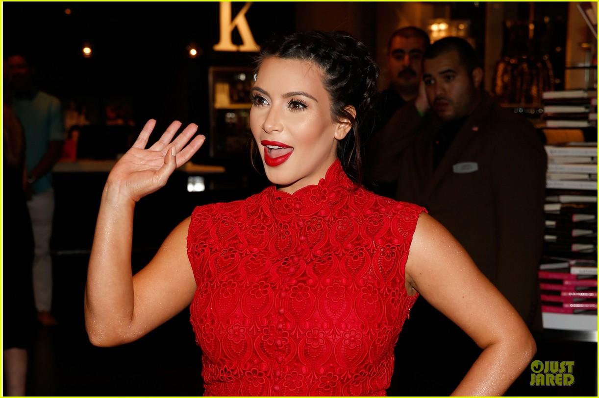 pregnant kim kardashian glam perfume promotion in las vegas 082848920