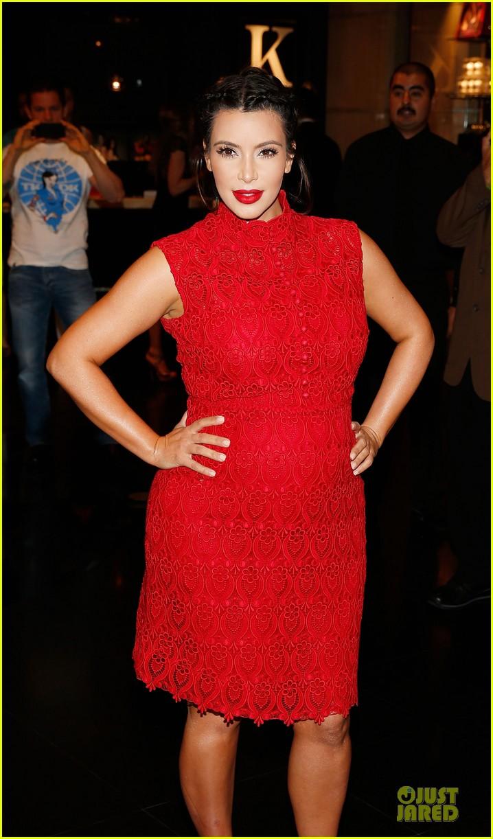 pregnant kim kardashian glam perfume promotion in las vegas 092848921