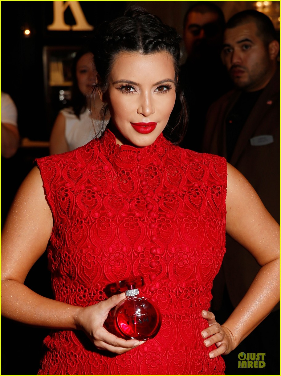 pregnant kim kardashian glam perfume promotion in las vegas 15