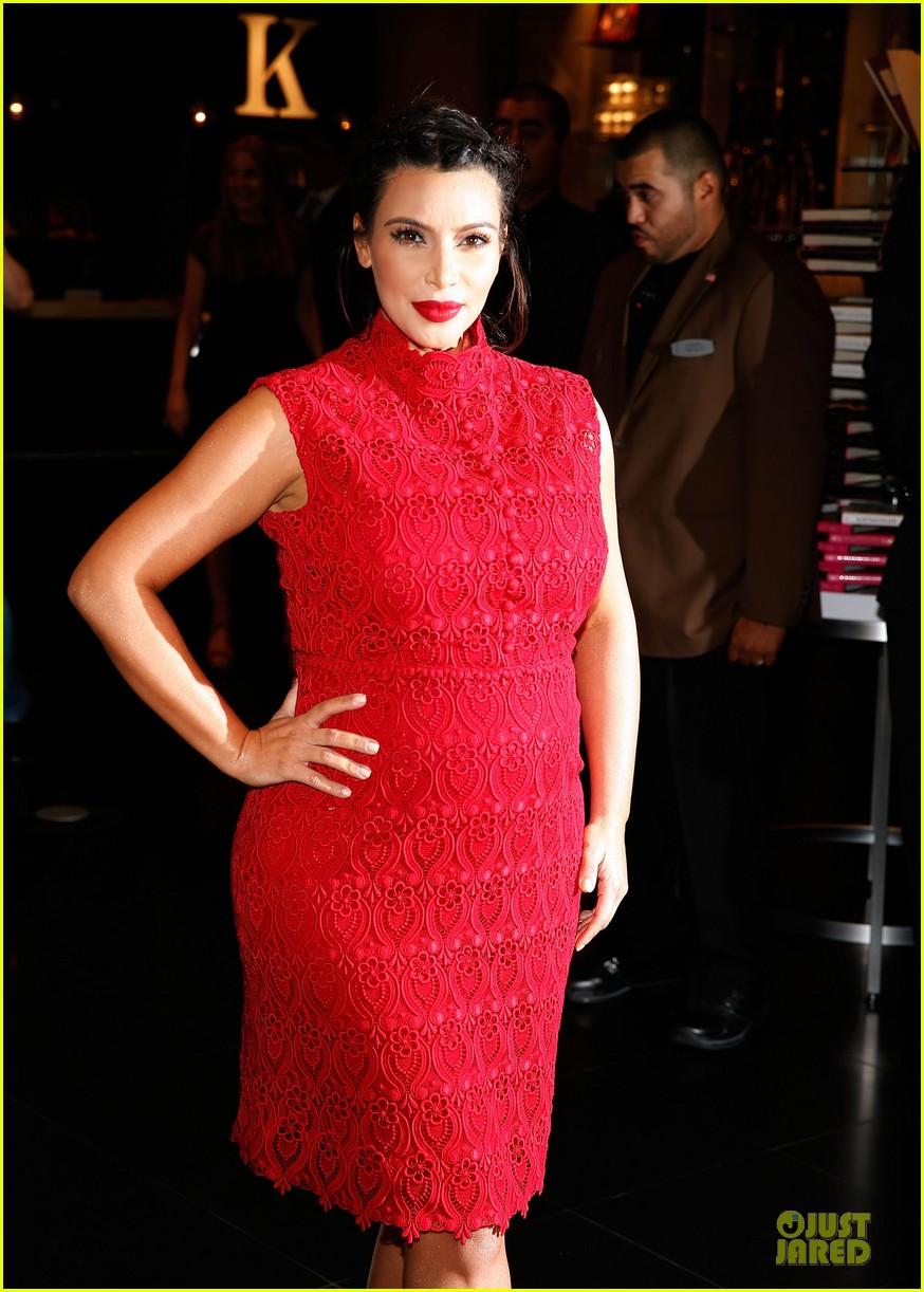 pregnant kim kardashian glam perfume promotion in las vegas 202848932