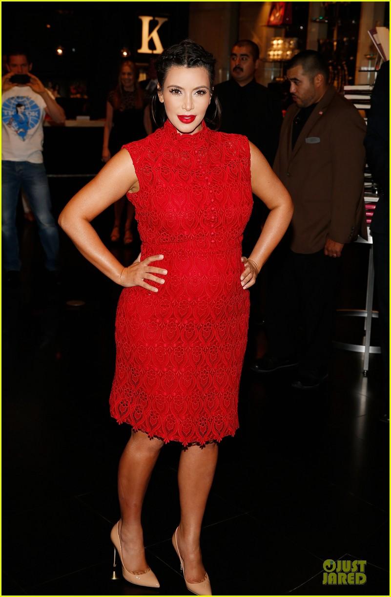 pregnant kim kardashian glam perfume promotion in las vegas 262848938