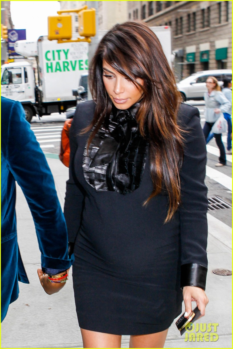 kim kardashian kanye west hold hands in nyc 102856609
