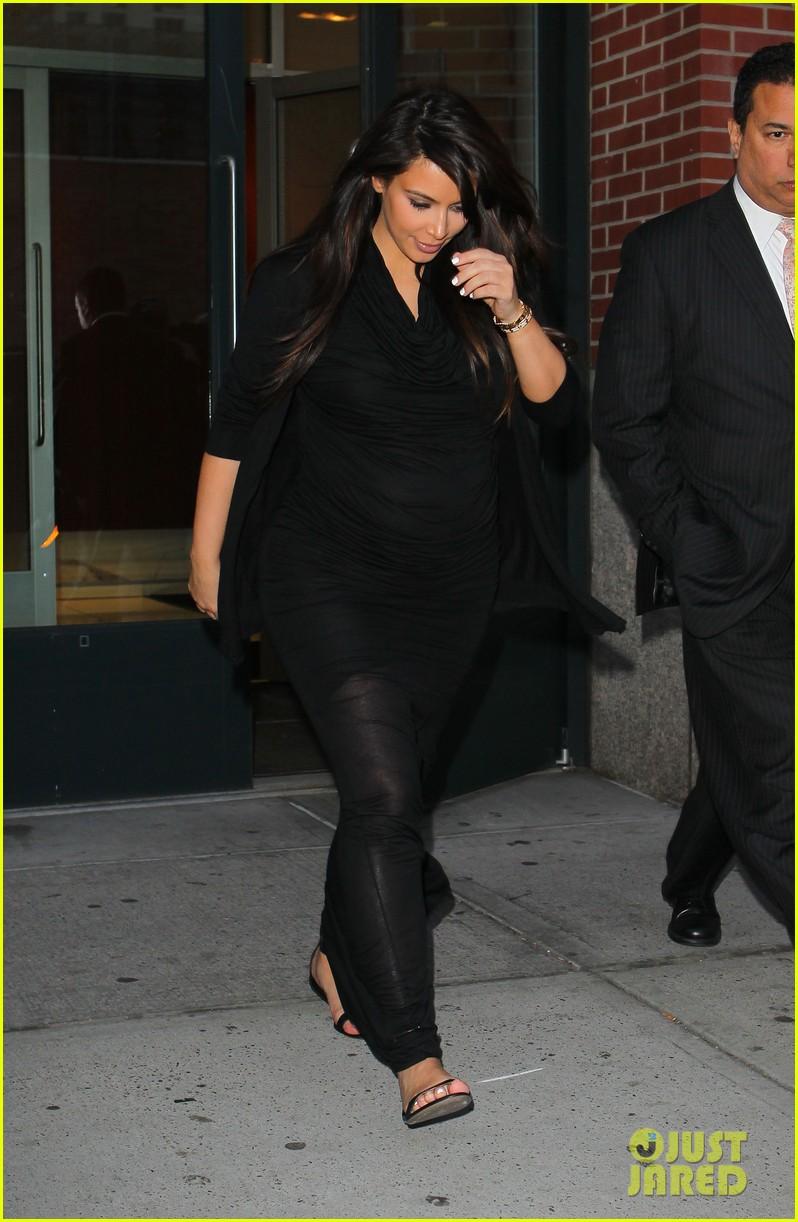 pregnant kim kardashian lands in greece with family 082858110