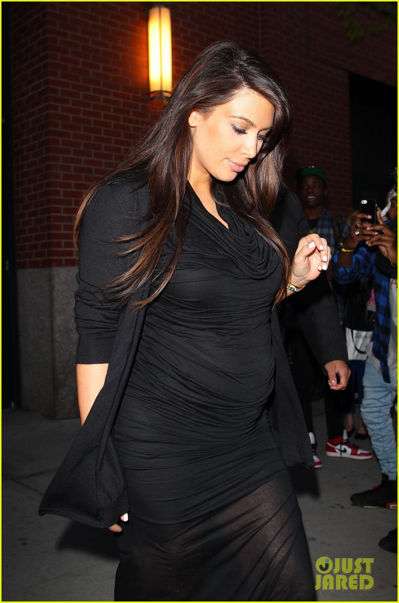 pregnant kim kardashian lands in greece with family 122858114