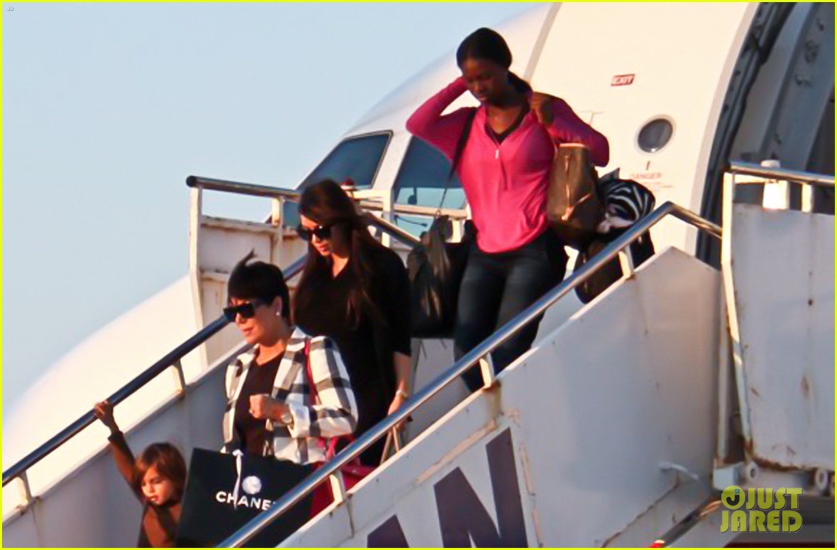 pregnant kim kardashian lands in greece with family 182858120
