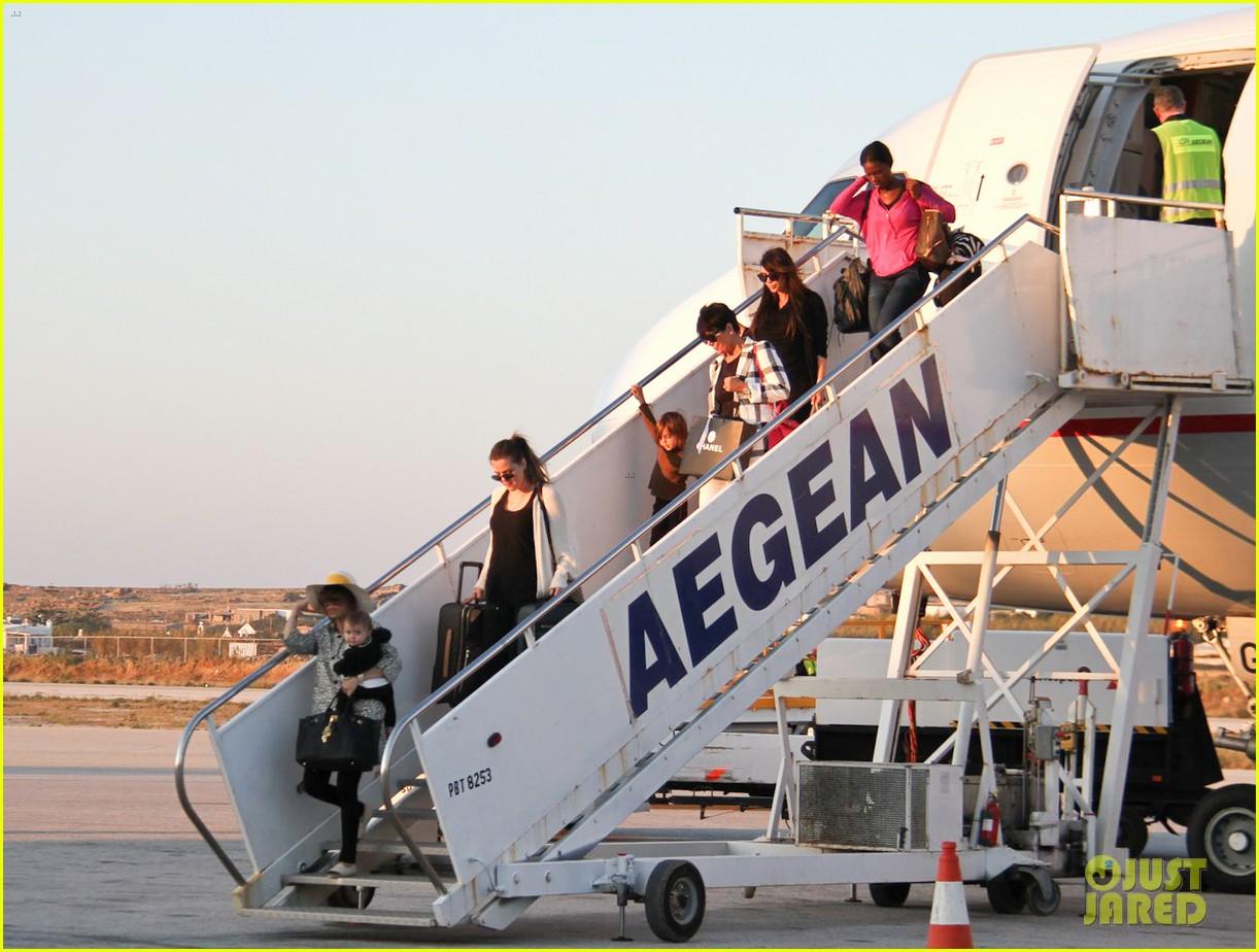 pregnant kim kardashian lands in greece with family 192858121
